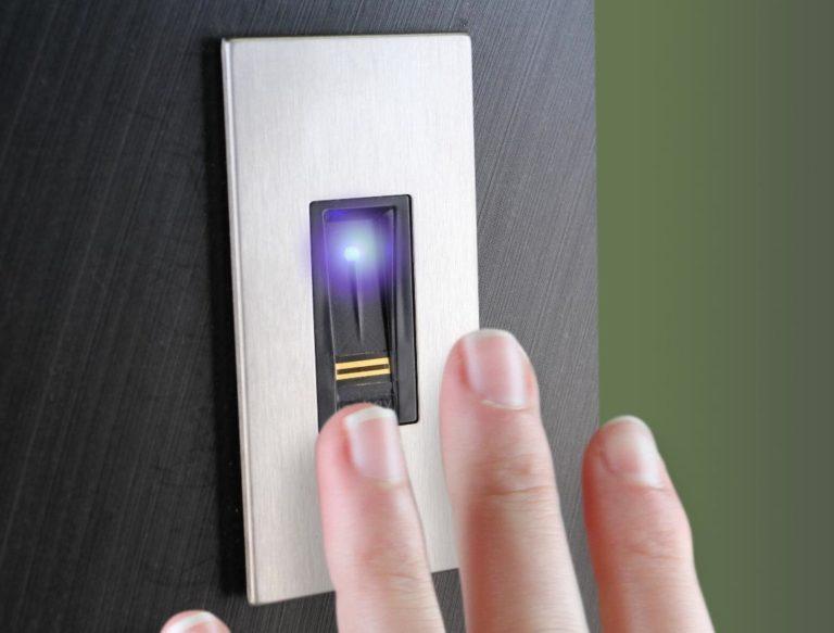 Porta d'ingresso con serratura senza chiavi: guida alla scelta